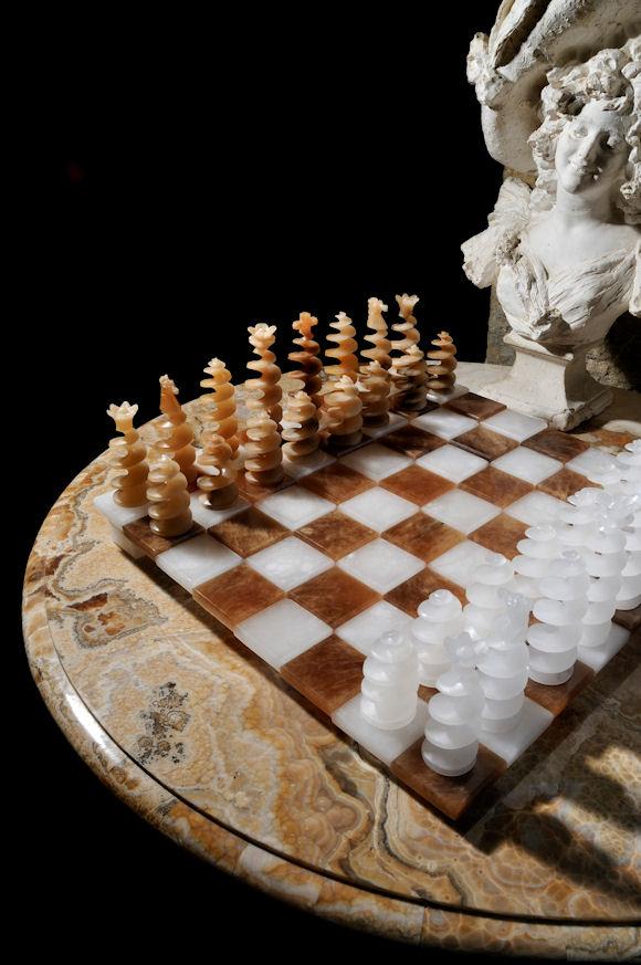 A Volterra il fascino degli scacchi in alabastro della �Collezione ...
