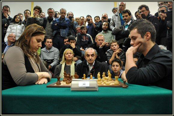 La seconda e decisiva partita di spareggio tra i due Grandi Maestri, Judit e Daniele