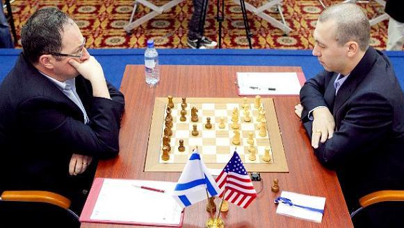 Kamsky-Gelfand, foto dal sito FIDE