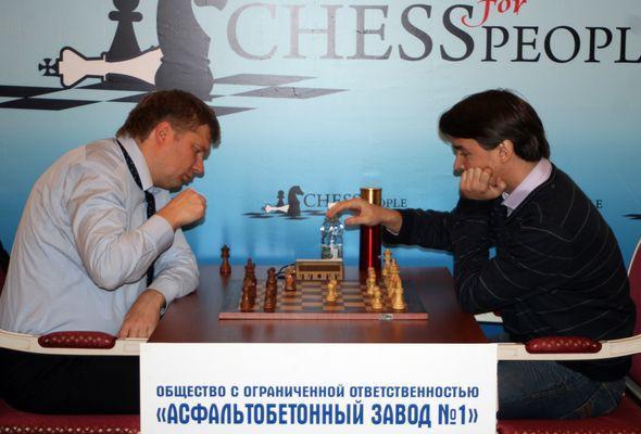 Morozevich e Shirov in una esibizione blitz (da Russiachess.org)