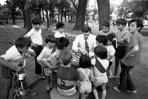 Bobby Fischer with kids