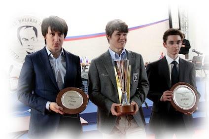Il podio: Radjabov, terzo - Carlsen, primo - Caruana, secondo.