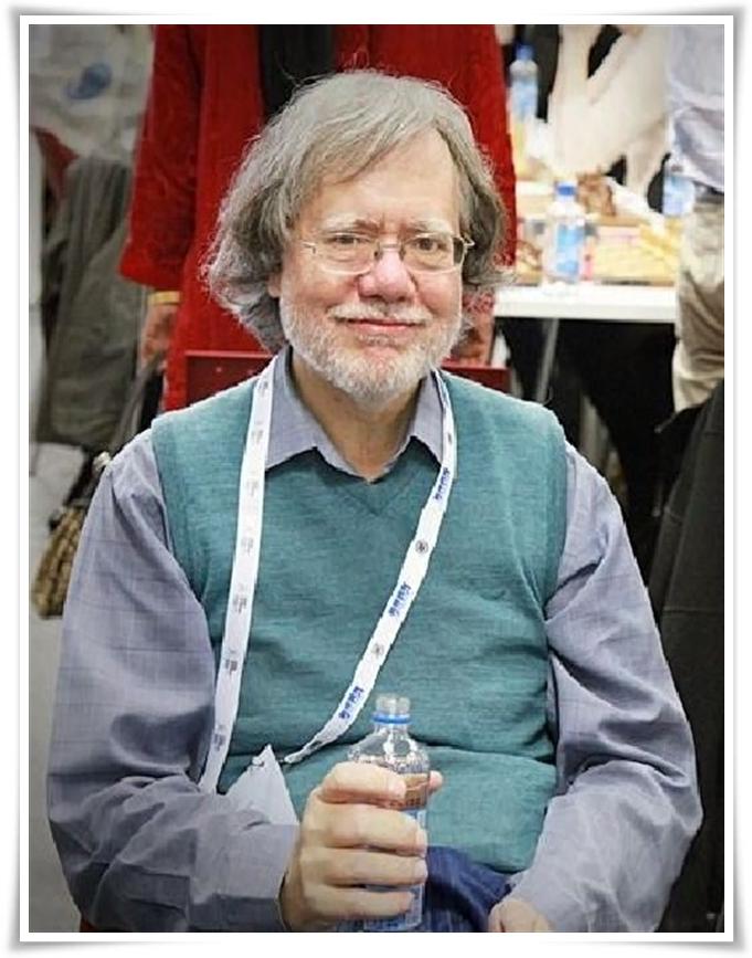Ehi... Ma questo è il nostro Ian Rogers 'aggrappato' ad una bottiglietta di 'grappa' norvegese!