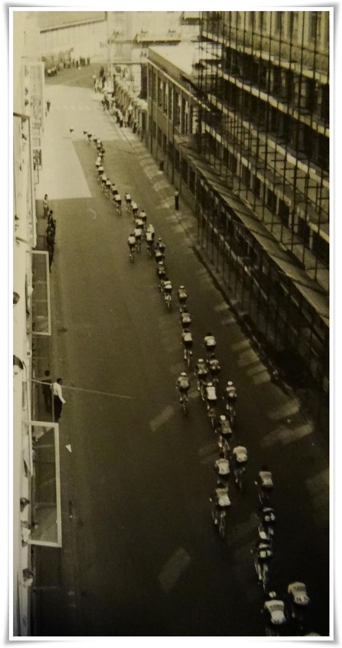 il passaggio del Giro 1966 in Via Manara