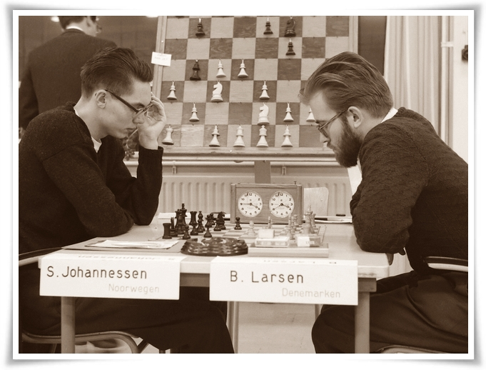 Zone-schaaktoernooi te Berg en Dal, Johannessen (l) tegen B. Larsen *1 december 1960