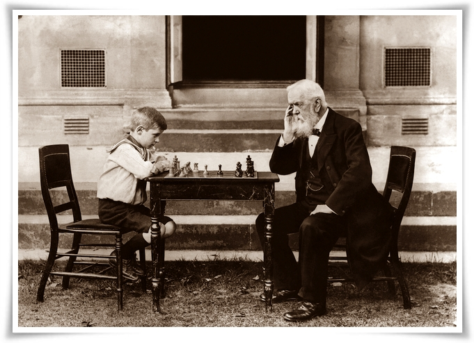 22nd August 1913: Walter Wisby, aged eight, playing a game of chess with T Whiltard, aged 91, in Cheltenham. (Photo by Hulton Archive/Getty Images)