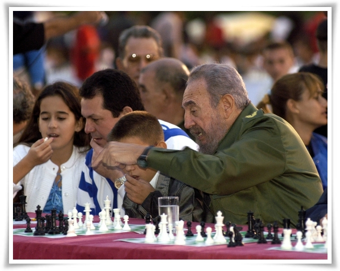 Fidel Castro Joins In For A Game Of Chess